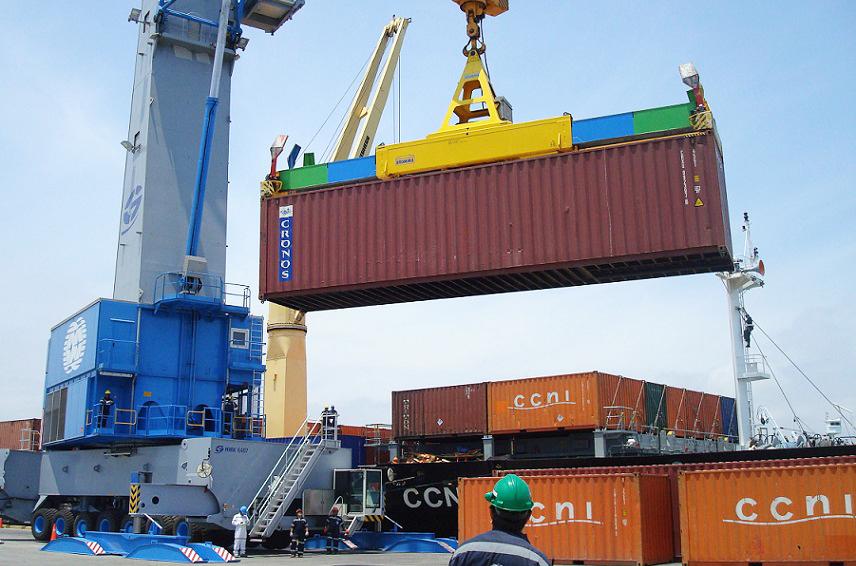 Recomendaciones para carga y descarga de contenedores for Personal en el exterior